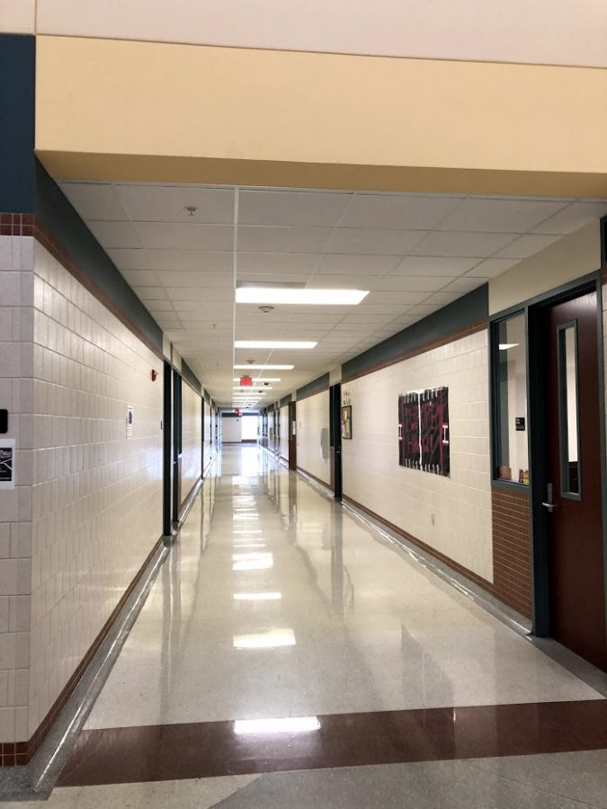 Sad%2C+Emptiness+%2F%2F+The+3000+hallway%2C+a+hallway+filled+with+many+types+of+classes+and+that+holds+students+on+a+daily+basis%2C+will+especially+miss+its+students+on+January+21st.+